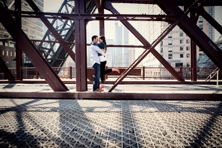 downtown engagement session at kinzie bridge photo